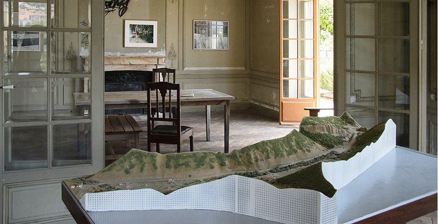 maison abandonn e villa cameline. Black Bedroom Furniture Sets. Home Design Ideas